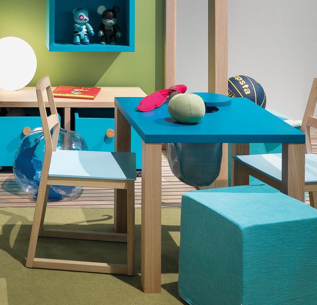 Tavolino per bambini con sacca portagiochi