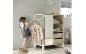 armadio in stile Montessori